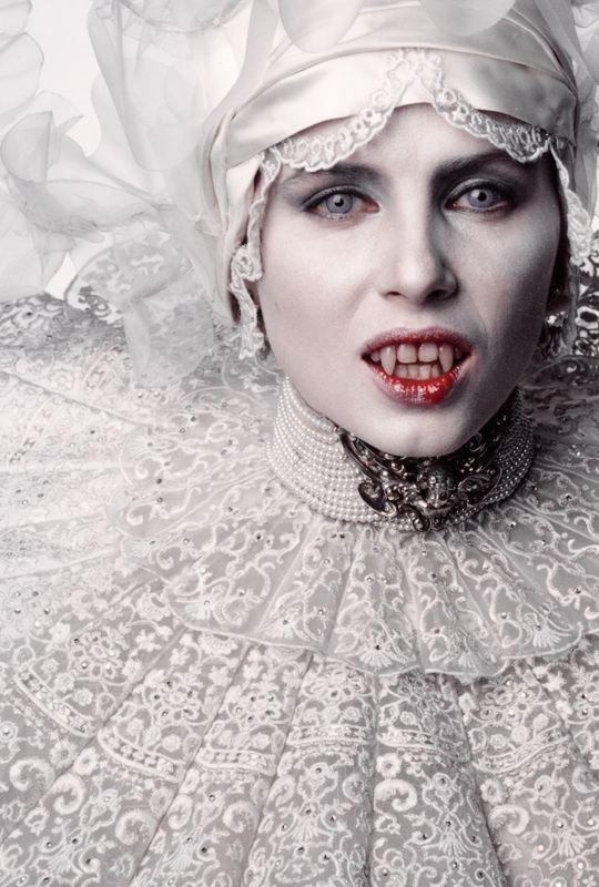 snoıssǝrdmI sʎseǝh-x — vintagegal:   Sadie Frostin Bram Stoker's Dracula...