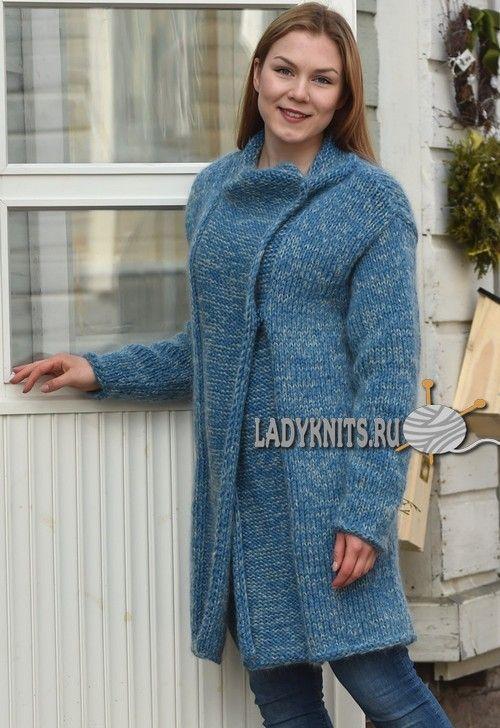Вязаное спицами простое модное пальто из толстой пряжи, описание