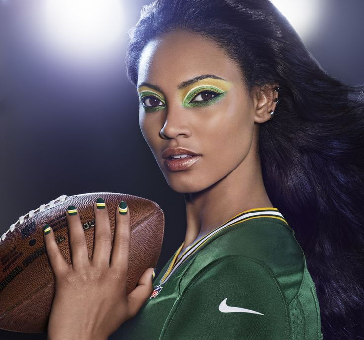 GREEN BAY PACKERS fans, get your Covergirl #GAMEFACE on! (Get the Look at covergirl.com/NFL: Eye Enhancers 1-kit - Kaboom Kelly, Flamed Out Shadow Pencil - Lime Green Flame Flamed Out Shadow Pot - Melted Gold, Outlast Stay Brilliant Nail Gloss - Give 'Em The Green Light, Snow Storm, XL Nail Gel - Haughty Lemon)
