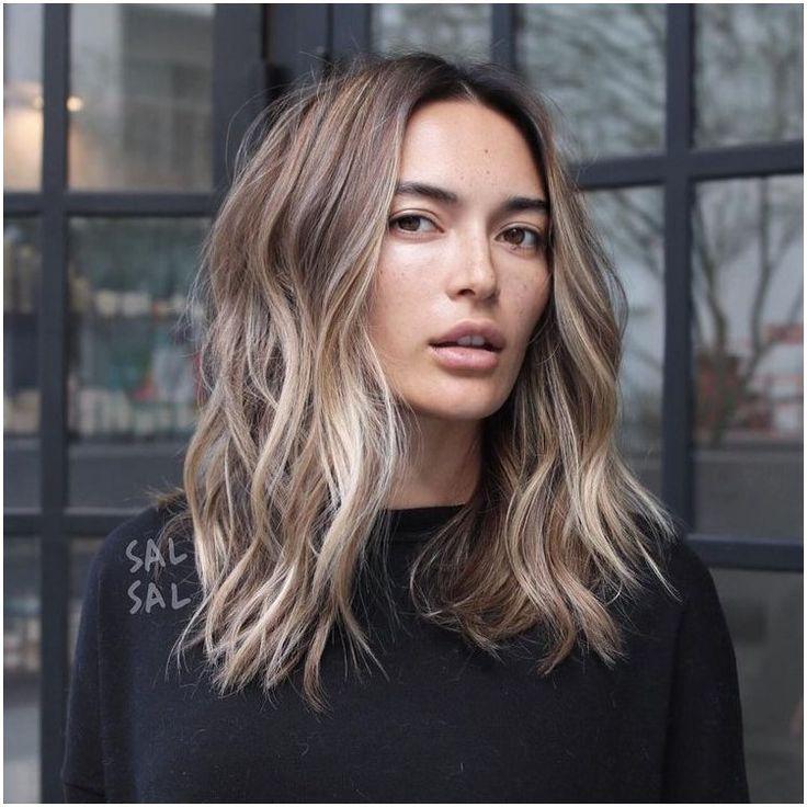 Eine Mode-Liebes-Angelegenheit Gewelltes Haar-Tutorial mit Glätteisen