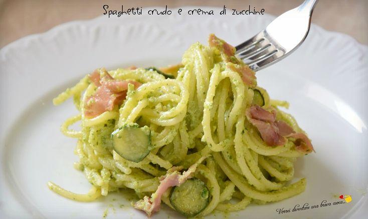 La ricetta di oggi è un gustosissimo primo piatto che non puo' assolutamente mancare nei vostri ricettari: spaghetti crudo e crema di zucchine.