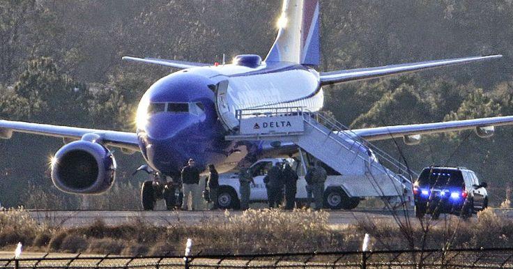 #Internacional: Aviones comerciales de EEUU aterrizan en Atlanta tras amenazas de bomba http://jighinfo-internacional.blogspot.com/2015/01/aviones-comerciales-de-eeuu-aterrizan.html?spref=tw