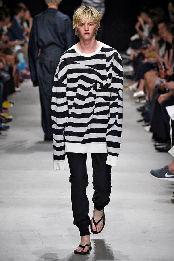 Quando la moda ci prende per i fondelli (basta vedere l'entusiasmo del ragazzo!!!)
