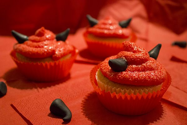 Duivelse Halloween cup cakejes, voor het recept kijk op http://donjadewit.nl/duivelse%20halloween%20cup%20cake.html