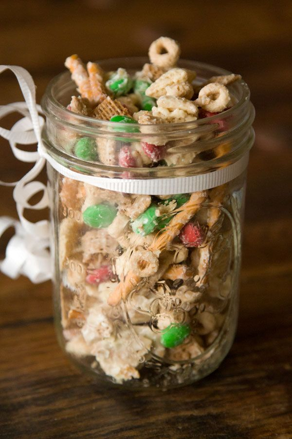 Christmas Crack ~ White chocolate, m & m's no need to say more!Party Favors, White Chocolates, Gabi Dalkin, Christmas Snacks, Christmas Crack Recipe, Gift Ideas, Chex Mix, Gabi Cooking, Christmas Gifts
