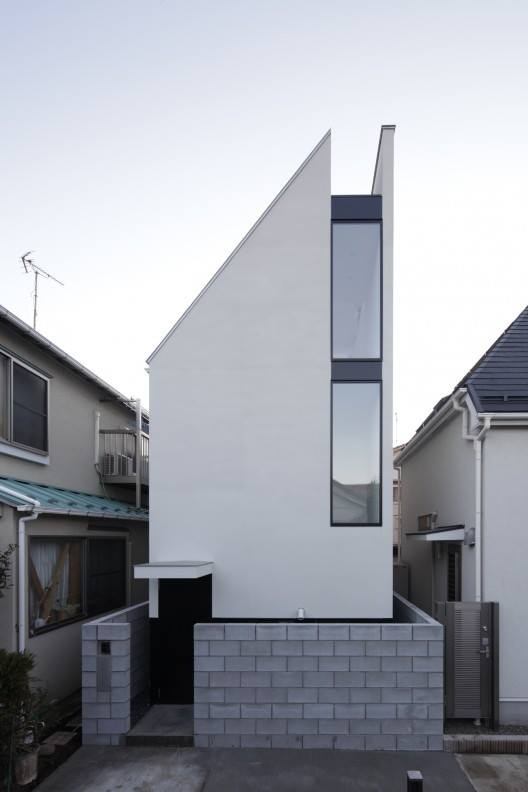 Designed by PANDA Architects, the ST-House is a small three-story house built on a site that's just 40 square meters (430 square feet). Located in a densely populated area of Tokyo, the client asked for a home that was both private and enclosed, but still open, bright and filled with natural light. @ http://www.panda-ky.com/st-house/