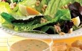 Aderezo de cacahuate para ensalada  No sólo el cacahuate es un ingrediente principal en las ensaladas; también podemos emplearlo como aderezo para nuestros platillos.
