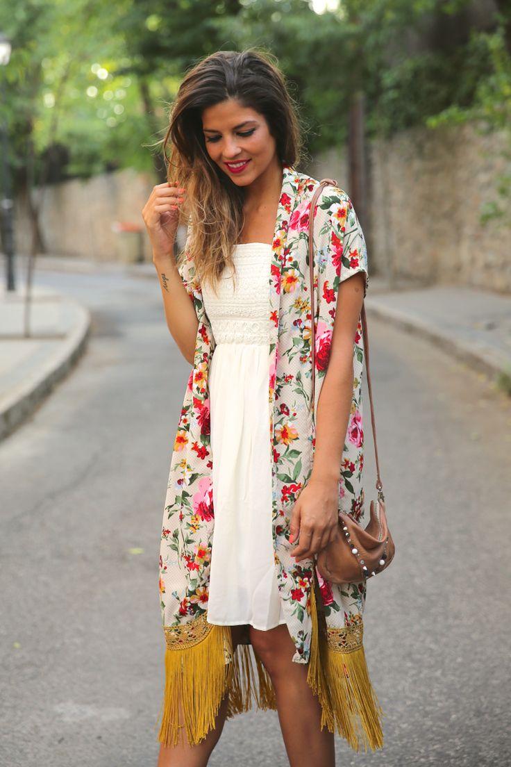 Original. trendy_taste-look-outfit-street_style-ootd-blog-blogger-fashion_spain-moda_españa-kimono-vestido_blanco-vestido_verano-playa_beach-dress-cowboy_booties-botines_camperos-8
