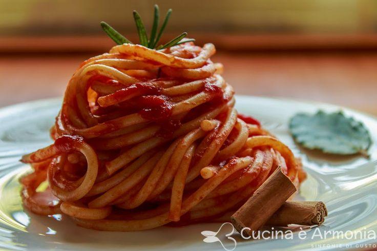 Condimento veloce e #speziato per questo #primo piatto  http://www.cucinaearmonia.com/2014/05/spaghetti-con-sugo-alla-cannella.html #food #foodblogger #pasta #cannella #cinnamon #cucinaearmonia