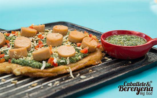 #LaGuadalupe es una exquisita tortilla de maiz tierno, resultado de fusionar pesto casero de cilantro con salchichitas de soya y la receta de la abuela Florentina. #Vegan #Bogota