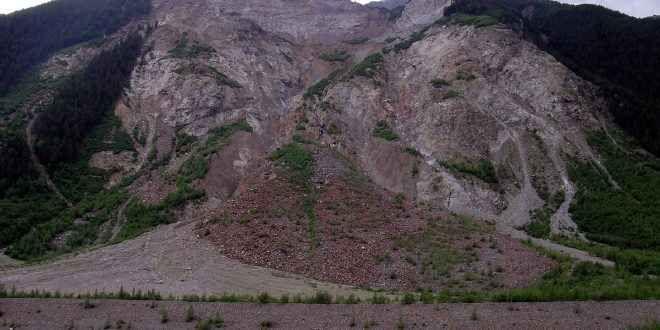 La Calabria ed il rischio frane - Il territorio è zona rossa? Una violenta ondata di maltempo, con temporali e vento forte, si è abbattuta sulla Calabria, colpendo soprattutto il Reggino. Su alcune località, in 12 ore, sono caduti oltre 200 millilitri di pioggi