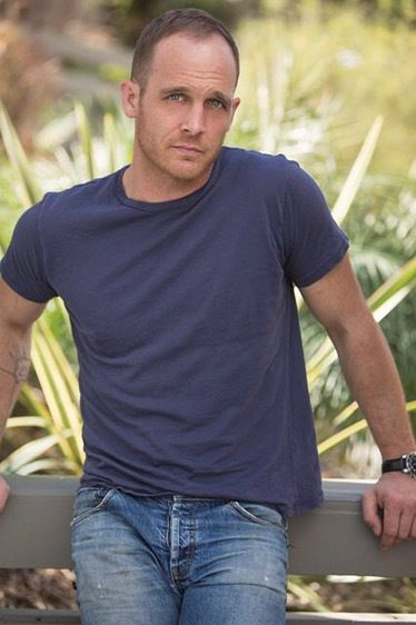 die besten 25 ethan embry ideen auf pinterest empire records zitate empire records und eye candy. Black Bedroom Furniture Sets. Home Design Ideas