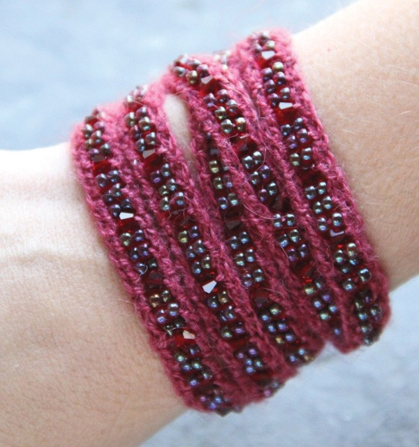Knitted Jewellery Patterns : 8 best images about Knitting/Jewelry on Pinterest Silverware jewelry, Wool ...