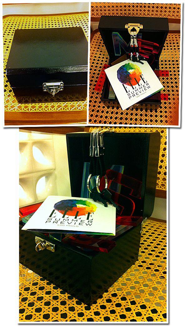 Acabou de chegar aqui em casa uma caixa preta misteriosa da Intimus com um convite super bapho e uma chave(curiosa!)A Revista Elle, junto com Paulo Borges (que comanda o SPFW e o Fashion R…