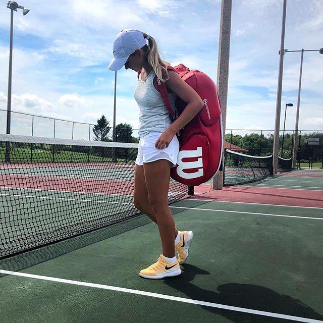Wilson Tennis Bags Women Tennis Bags Essential Tennis Bag Tennis Racket Backpack Whats In Your Tennis Bag T Tennis Bag Tennis Clothes Best Tennis Rackets