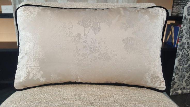 Cushion made of EUGENIE #creationsmetaphores #vereldebelval