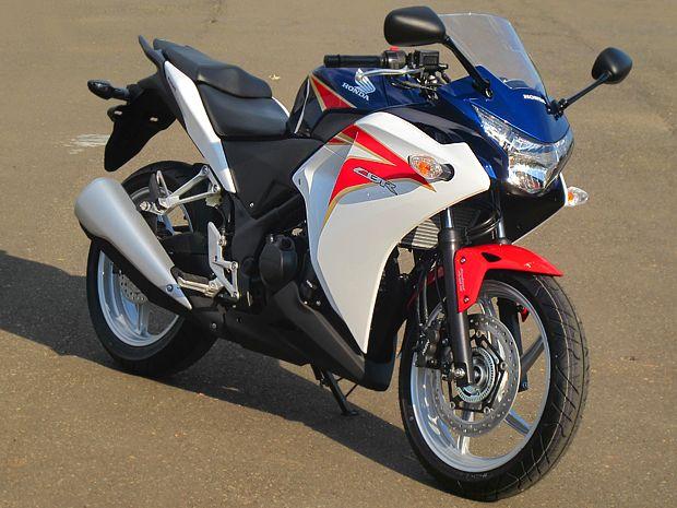 Até que enfim a Honda lançou a CBR 250R para concorrer com Kawasaki Ninja 250R e a Dafra Roadwin 250R. Com os preços entre R$ 15.490 e R$ 17.990 a moto chega para abalar o mercado liderado com folga pela Ninja, apesar do preço elevado. Se vender mais de 1000 unidades por mês poderá ser fabricado no Brasil, pois atualmente é importada da Tailândia.