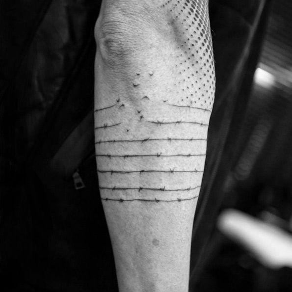 tatuaje del alambre de púas por Balazs Bercsényi