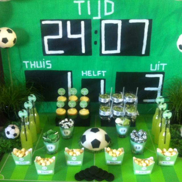 Voetbal desserttafel gemaakt door Cupcakes Enzo  Soccer sweettable made by Cupcakes Enzo