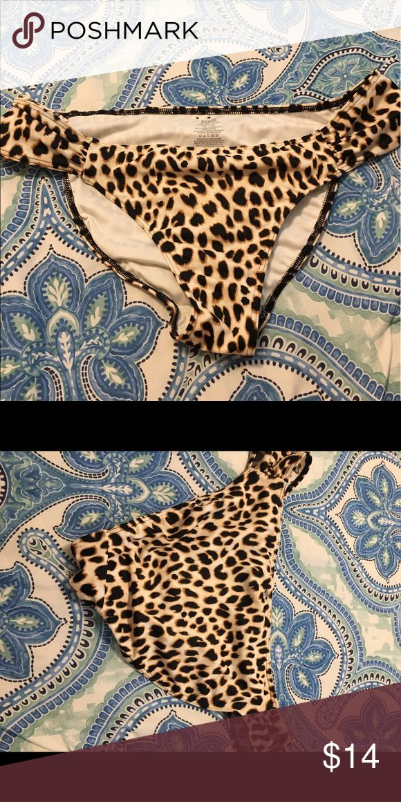 vs bikini bottoms cheetah print, medium. scrunched sides Victoria's Secret Swim Bikinis
