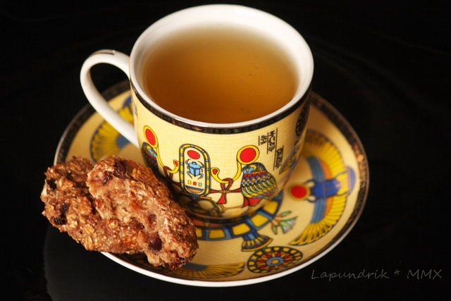 Вот такое вот вкусное печенье придумалось' когда очень хотелось чего-то к чаю' но так' чтобы без вреда фигуре. Составляющие - исключительно полезны! Сухофрукты' овсяные хлопья' орешки и горький шоколад... Диетическое шоколадное овсяное печенье.  Ингредиенты…