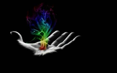 Красивые обои Разноцветный огонь в руке на рабочий стол