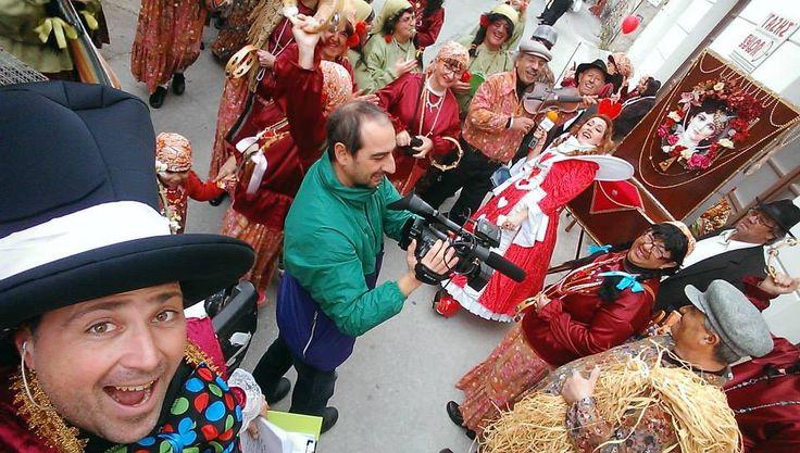 καρναβάλι στη Σύρο με την θεότρελη ομάδα των Πεζοπόρων σύρου και το Α τσιγγανόκαστρο .... παρέα!