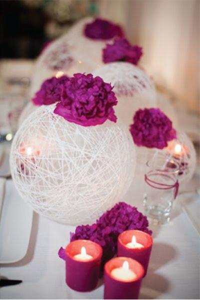 idees-centre-de-table-original-boule-de-rotin-pivoines-roses-fushia-decoration-de-mariage