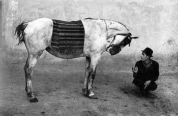«Roumanie», 1968, de Josef Koudelka. Le photographe français d'origine tchèque (né en 1938) se fit connaître pour ses reportages sur les Gitans et les exilés d'Europe de l'Est. (Courtesy Eric Franck Fine Art London)