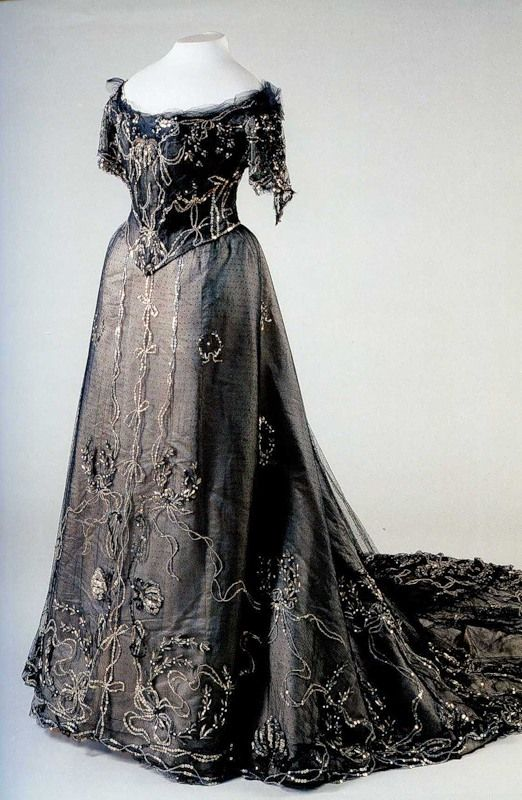 Black dress worn by Alexandra Feodorovna (State Hermitage Museum - St. Petersburg, Russia) From madameguillotine.org.uk:2011:01:08:dresses-of-the-last-two-romanov-empresses: