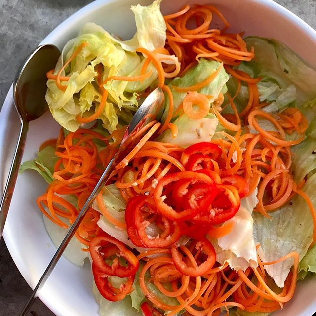 The pickings are lean. Tonights side salad - iceberg lettuce spiralised carrot (there was nothing else) sliced red Palermo capsicum. Thats it. Plus a drizzle of pre-made dressing. #Salads #HealthySalads #Dinner
