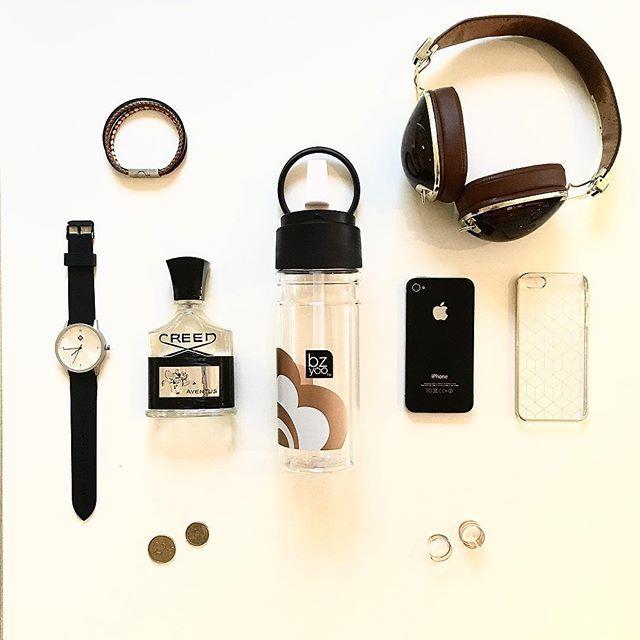 Travel essentials in black, gold & tan ✈️ #london #losangeles #byronbay #paris #homedecor #decor #home #black #gold #tan #hydration #travel…