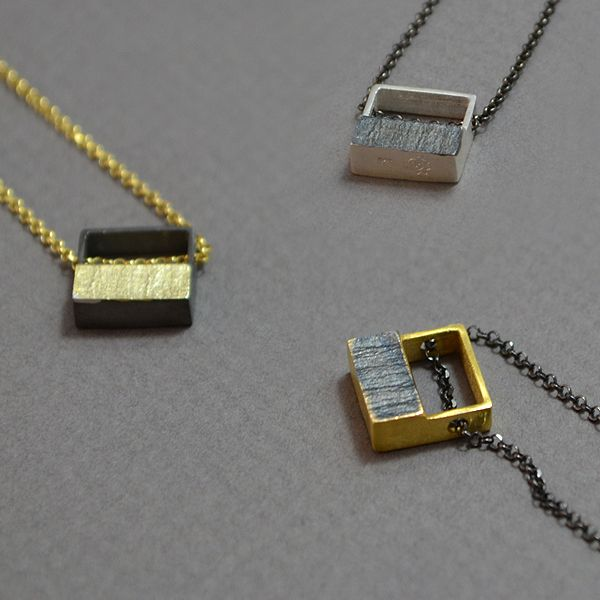 Small squares silver 925 pendants with a small silver plate with black platinum plated or gold platinum plated. Simple and elegant design for all occasions. The dimensions are 1x1cm (0,39inc). The total length is 23cm (9inc).
