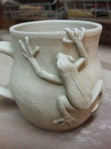 Nadine frogs 1 . . . filed under yarn bowls because I want to add this to my next bowl I make my mom.  cool!
