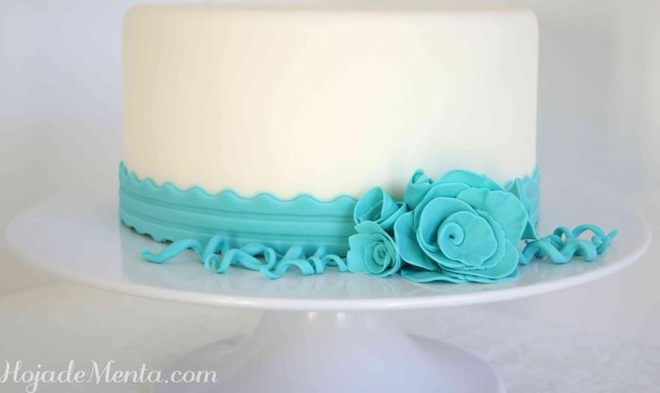 Tarta de fondant con flor azul