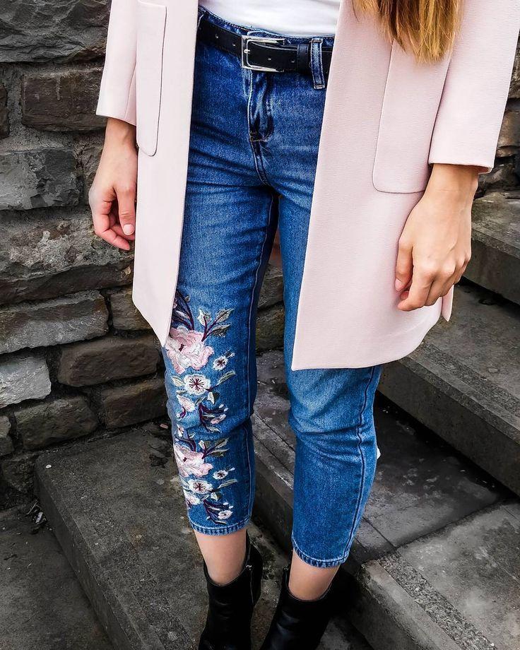 Wie kombiniert man bestickte Jeans | POPSUGAR Deutschland
