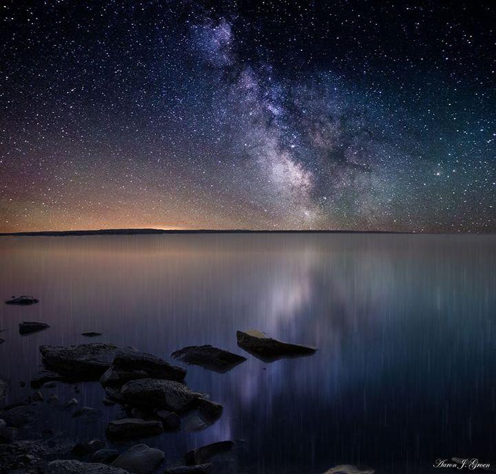 Эти замечательные снимки нашей галактики Млечный путь, фотографAaron Groen сделал в Южной Дакоте. Почти все летние ночи фотограф проводит любуясь и фотографируя…