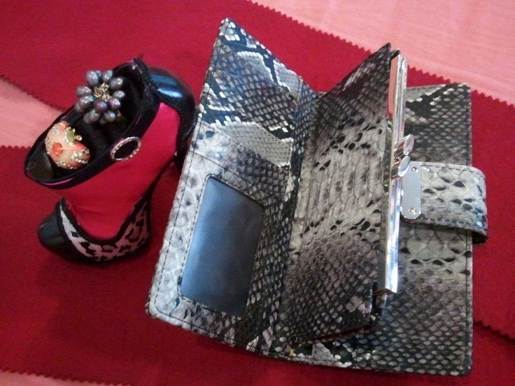 """""""Glamous animal pattern""""  Highlight : animal pattern for the luxurious clutch    Code : CBW909  Price 1,290 Baht"""