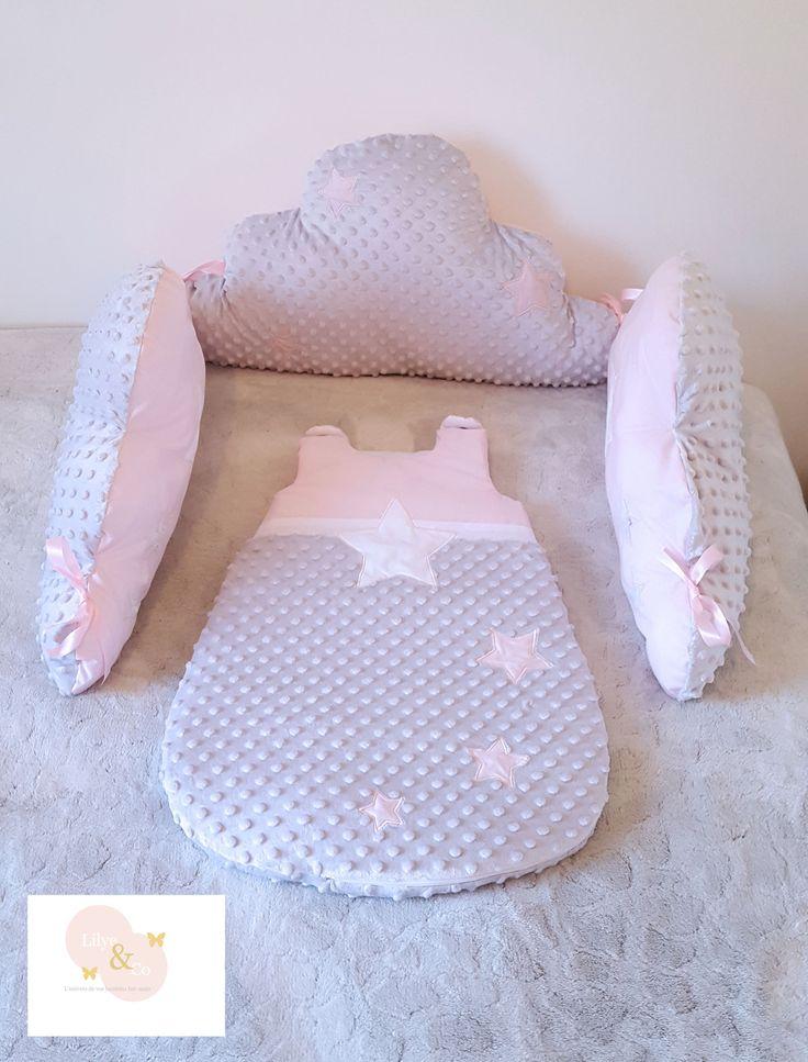 Tour de lit coussin nuage, gris clair et rose, pour lit en 60x120 cm thème étoile : Linge de lit enfants par lilyeandco