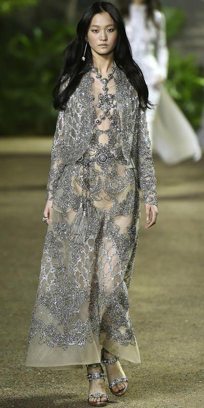 Fra supersexy Versace-kjoler til glitrende prinsessekjoler hos Elie Saab og inspirerende gatemote - couture-moteuken har gitt oss en real moteleksjon.