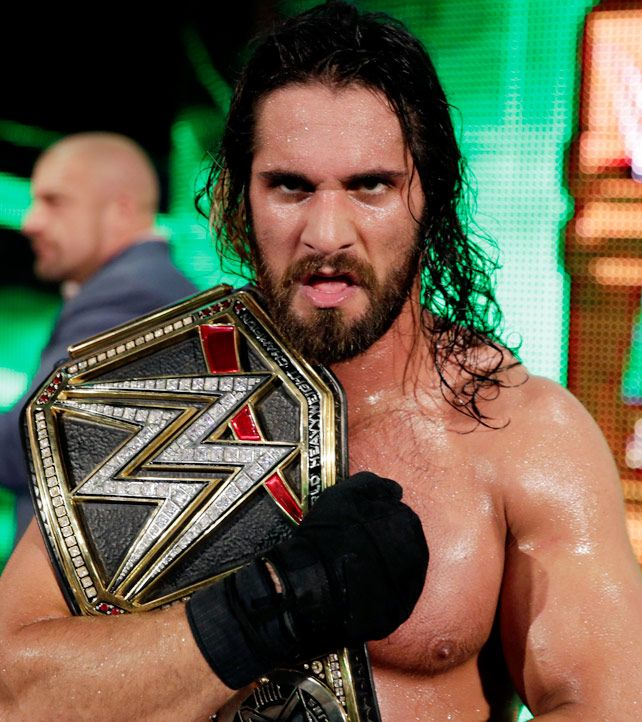 Money In The Bank 2015 : Seth Rollins conserve le WWE World Heavyweight Championship en battant Dean Ambrose lors d'un surprenant Ladder Match.