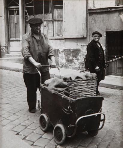 Robert Doisneau (1912-1994)  Clochards Parisiens, c. 1950.