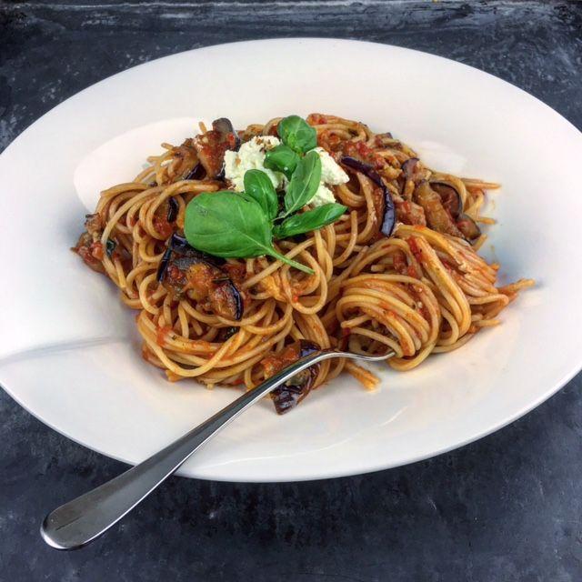 Spaghetti alla Norma - http://benineskitchen.com/spaghetti-alla-norma/