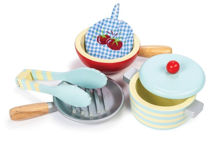 Everyone needs more kitchen stuff! This little wooden set of pots and pans if from Le Toy Van. We love this range and stock all that is available. AGE:  3+#toys2learn#letoyvan #honeybake#pots#pans#kitchen#cook #cooking#pretendplay#play#toys#toy #children#child#kids