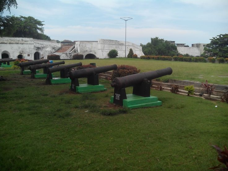 meriam benteng fort marlborough kota bengkulu