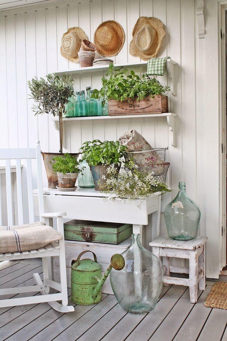 Brocante tafeltje en oude zinken gieter landleven pinterest brocante tuin en - Outdoor tuin decoratie ideeen ...
