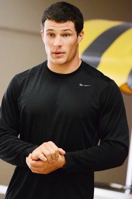 1000+ ideas about Luke Kuechly on Pinterest | Carolina Panthers ...