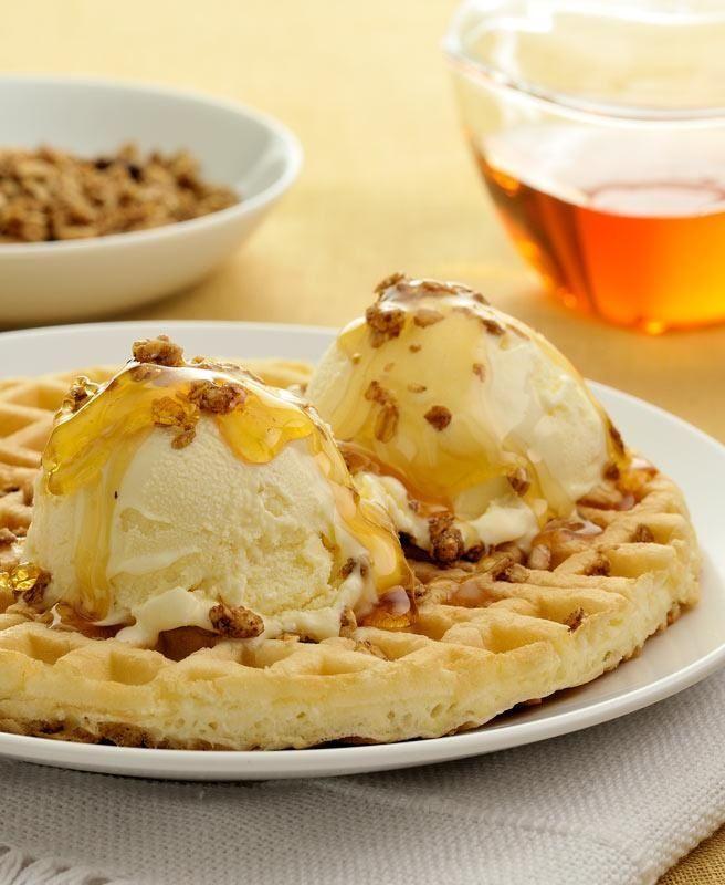Receita de Waflles com granola, mel e sorvete. Enviada por Kibon e demora apenas 15 minutos.