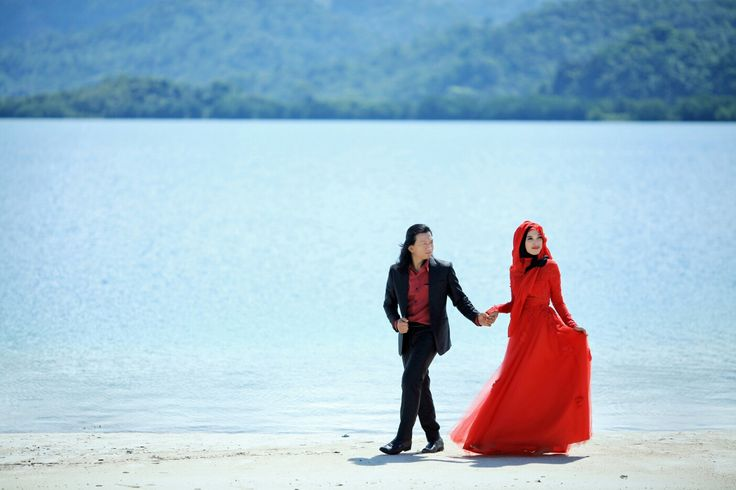 Prewedding Concept in Gown   #prewedding #lampung #jogja #palembang #couple #love #instagram #lordoverall #photograph #canon #beach #pantai