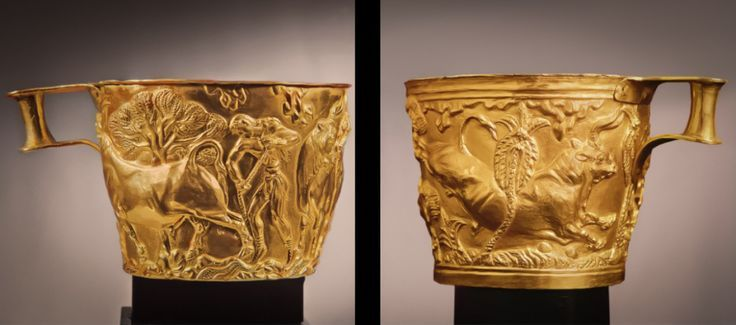Tazze di vafiò. Oro a sbalzo, rappresentata la caccia al toro. Tombe femminili. Micene II millennio a.C.